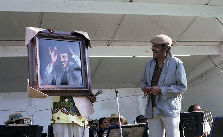 Ernie Andrews being awarded a portrait of himself at Watts Towers Jazz Festival -- July 16, 1983 -- photo by Mark Weber ------- We're going to get Ernie on the telephone very soon on the Thursday jazz show, it's been a year or two since he last visited us on-air, what a great jazz singer