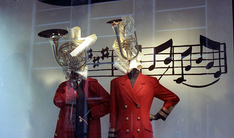 I wish I knew who to give credit for this genius window display at I. Magnin & Co., San Francisco -- August 10, 1994 -- photo by Mark Weber