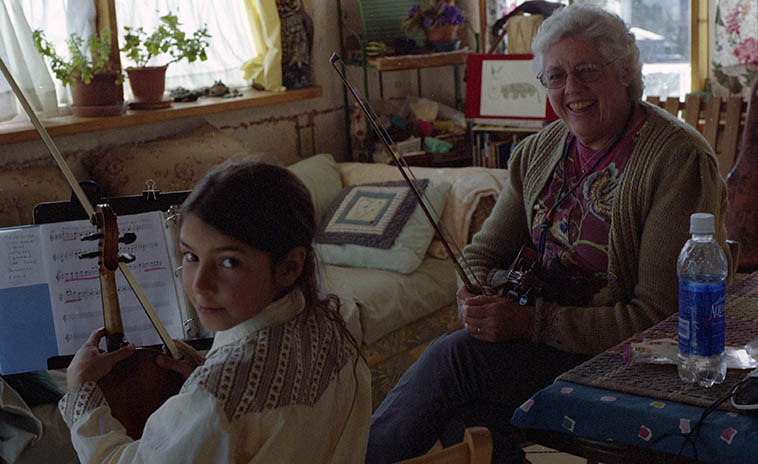This story is so sad I can barely stand to think about it ---- This child was wholly determined to become a jazz player -- Her middle name was Jazz, fercrissakes, it was ordained! Altho, spelled with only one Z --------- Ella Jaz Kirk at her weekly lesson with Jeanie McLerie at Fiddle Hill, Silver City, New Mexico -- February 5, 2008 -- photo by Mark Weber ---- She died in a small plane accident on May 23, 2o14 when strong winds interrupted the intended flight to head over the Gila National Forest where she and another student were to monitor the recent fires there in the forest, besides music she was very involved in conservation issues (having more soul than our current President)