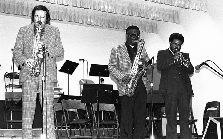 So much for my memory -- I guess I did catch Wilbur Brown along the line somewhere ---- This is the Pat Britt-Wilbur Brown Quintet: Pat(alto), Wilbur(tenor), Burgess Gardner(trumpet), Henry Franklin(bass), Joe Peters(drums) -- March 20, 1983 at Local 47 Los Angeles -- photo by Mark Weber