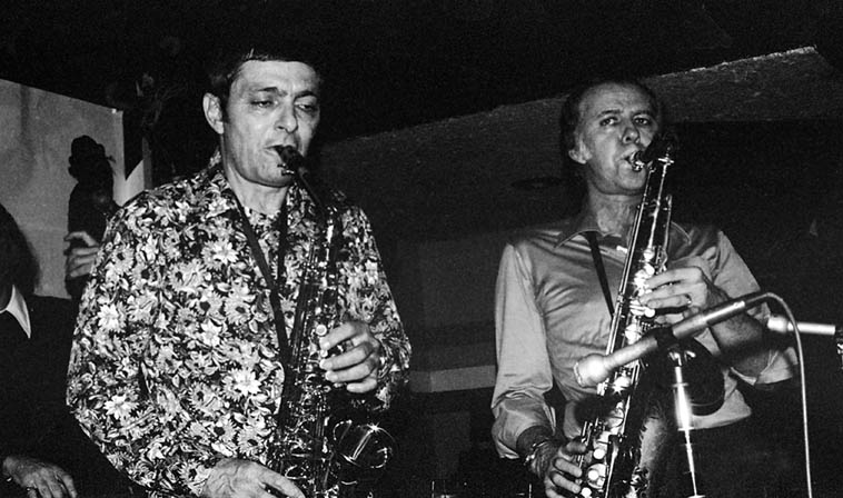 Art Pepper & Warne Marsh at Donte's in quintet formation – January 26, 1977 w/ Monty Budwig(bass), Lou Levy(piano), Nick Ceroli(drums) – photo by Mark Weber