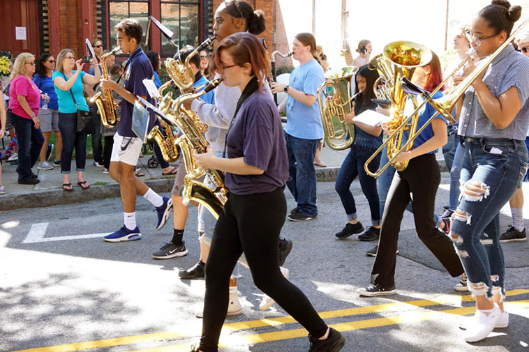 Spirit of Beacon Parade ---- September 29, 2o19 ---- in background is the Howland Cultural Center where the Kazzrie Jaxen - Charley Krachy Quintet is setting up for their afternoon performance ---- photo by Mark Weber
