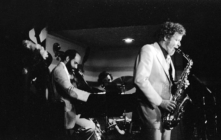 Bob Wilber Quartet at Donte's: John Heard(bass), Nick Ceroli(drums), Dave Frishberg(piano) ---- May 23, 1979 ---- photo by Mark Weber