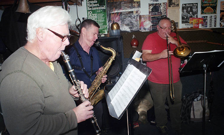 Bill Payne(clarinet), Bill Plake(tenor), Michael Vlatkovich(trombone) ---- February 3, 2018 ---- (Note the Grande Mothers Re:invented poster on the wall ---- Chris is in that band) ---- photo by MW