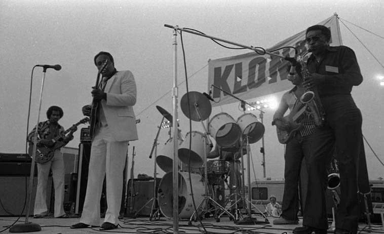 Lorenzo Holden with Phillip Walker ---- Phillip used the Lee King Band this day, who had played just before him at this KLON Blues & Gospel Festival, Sunday July 20, 1980 Long Beach, California ---- And Lorenzo stayed after Phillip Walker's set and sat in with Lowell Fulson, also ---- photo by Mark Weber