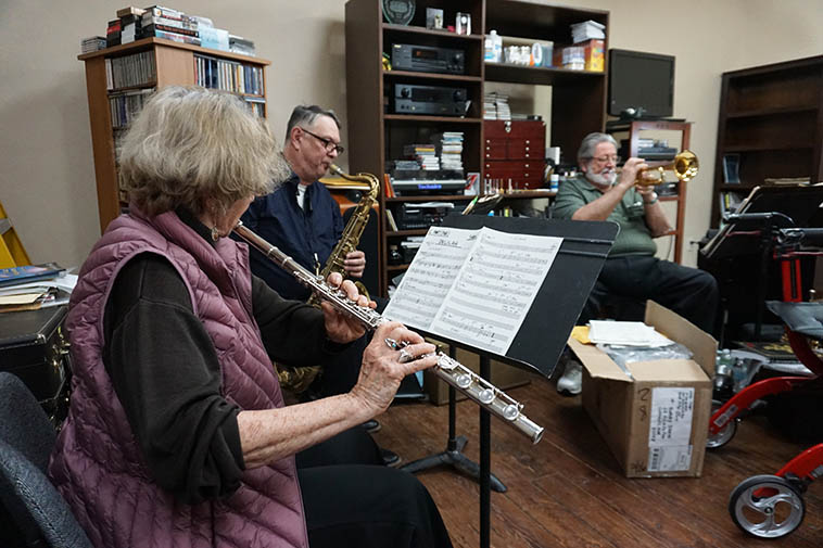 Friday afternoon Jam session at Bobby Shew's studio in Corrales ---- February 28, 2020 ---- Libbie Jo Snyder (flute), Alex Murzyn (tenor), Bobby (trumpet) ---- photo by MW