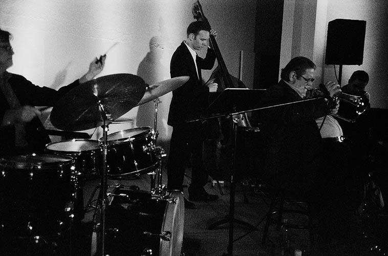 Cal Haines Quartet w/ Bobby Shew(flugelhorn), Michael Glynn(bass), John Proulx(elec-piano) ---- concert at Nahalat Shalom, Albuquerque ---- December 30, 2011 ---- photo by MW