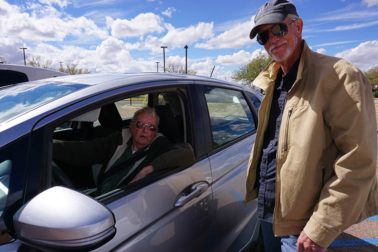 Arlen at the wheel with saxophonist Dave Anderson in parking lot to Santa Fe Community College after KSFR radio show ---- October 8, 2018 ---- photo by MW